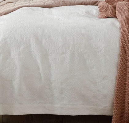 Aviana 100% Cotton Matelasse White Queen Bedcover